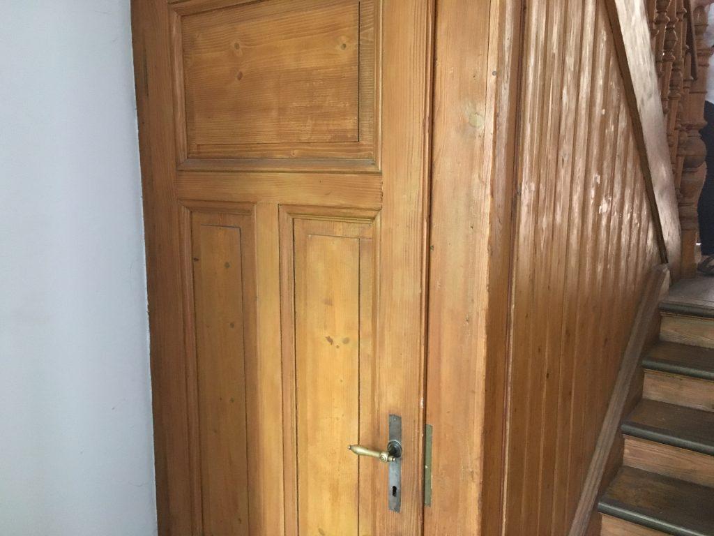 Abgeschliffene Treppenhauseinbauten