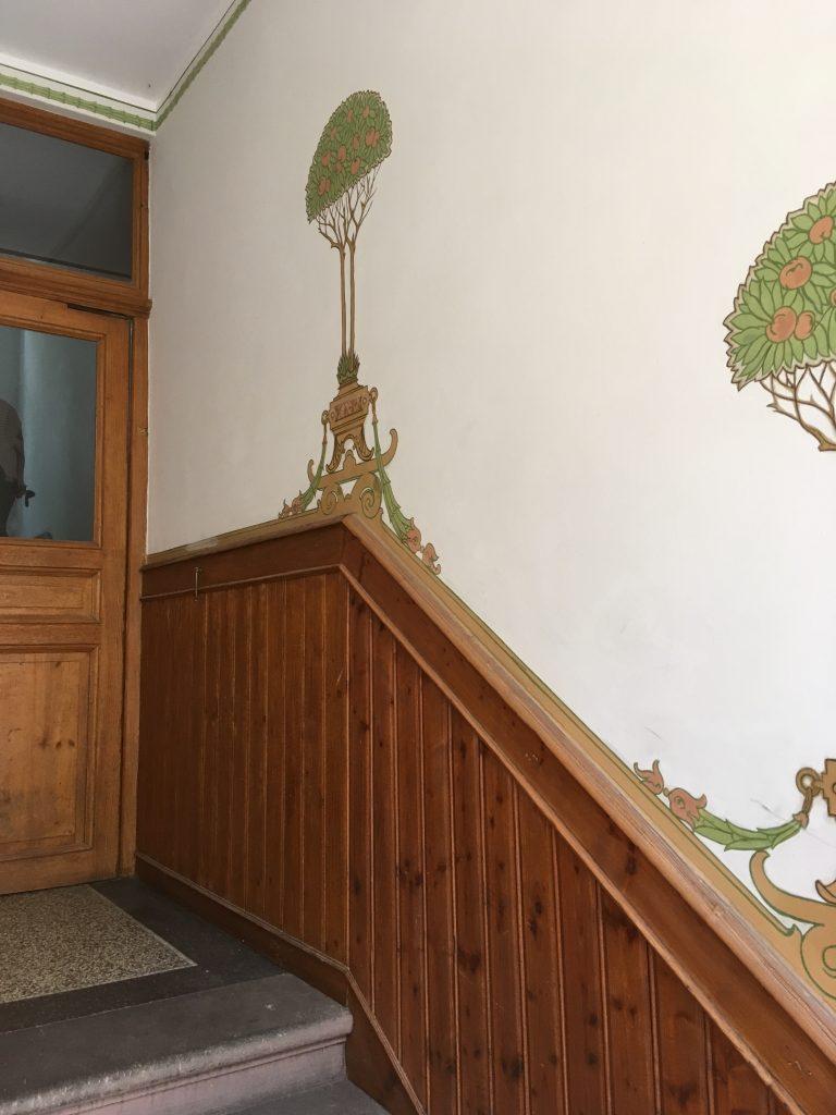Stoßschutz und Bemalung im Eingangsbereich