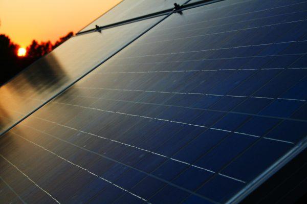 Photovoltaik (Bernd Sieker bit.ly 2IXH9Ut CC BY-SA 2.0)
