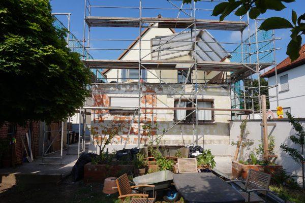 Unser Altbau - eingerüstet und vorbeireitet für die kommende Aufstockung & Sanierung