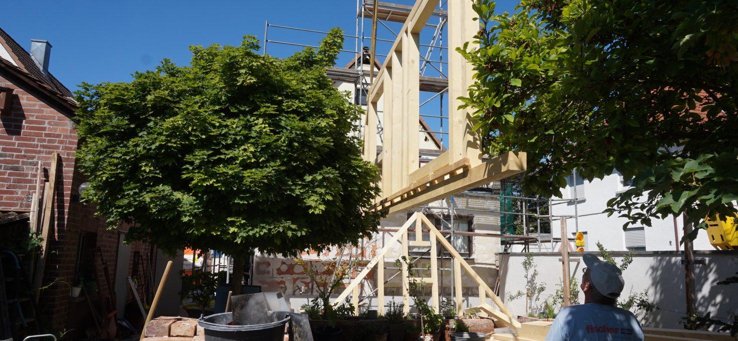 Holzbau-Dachaufstockung aufgerichtet