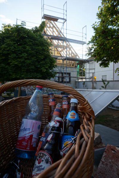 Ein Getränkekorb für die Nachbarschaft - unser Corona-konformes Richtfest
