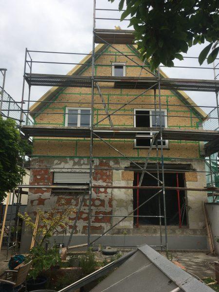 Baufortschritt - Ostansicht unseres Hauses mit montierter OSB-Verschalung.
