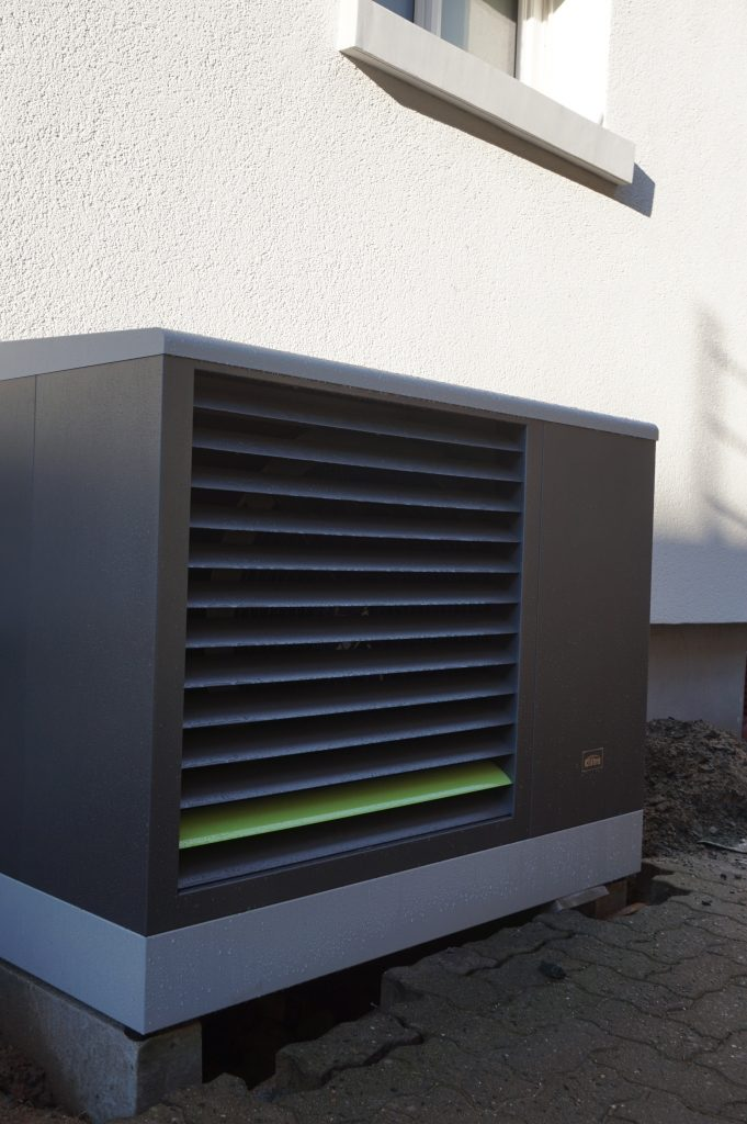 Heizungstausch - die neue Außeneinheit unserer Luft-Wasser-Wärmepumpe